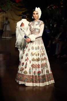 Read about Rohit Bal Collection, and become a style statement. Online Rohit Bal dresses from Kalkifashion. India Fashion, Ethnic Fashion, Asian Fashion, Traditional Fashion, Traditional Dresses, Indian Dresses, Indian Outfits, Rohit Bal, Indian Couture