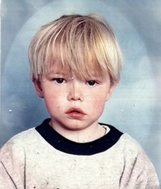 Before this serious stud was turning things upside down on the small screen, he was just another blond boy growing up in Bridlington, England. Can you guess who he is? Long Island, Andrea Lowe, Charlie Heaton, Psychedelic Bands, Stranger Things Halloween, Mystery Film, The New Mutants, British Actors, Drama Movies