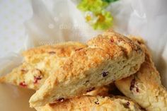 dailydelicious: Cranberry Crème Fraîche Biscuits: Soft, flaky and very delicious biscuits !