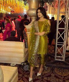 Haute spot for Indian Outfits. Shadi Dresses, Pakistani Formal Dresses, Pakistani Dress Design, Pakistani Couture, Bridal Mehndi Dresses, Desi Wedding Dresses, Party Wear Dresses, Pakistani Fashion Party Wear, Pakistani Wedding Outfits