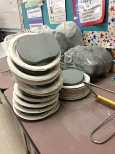 Jahnig's Art Room - clay prep, this is genius! Clay Projects For Kids, Kids Clay, School Art Projects, Sculpture Lessons, Sculpture Projects, Book Sculpture, Ceramic Techniques, Pottery Techniques, Ceramics Projects