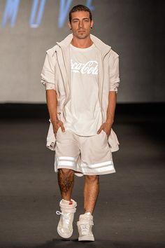 Coca-Cola Jeans presentó su colección Primavera / Verano 2015 durante la Fashion Rio.