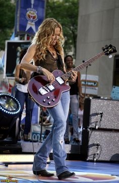 Listen to every Sheryl Crow track @ Iomoio Sheryl Crow, Female Guitarist, Female Singers, Rock Roll, Ukulele, Crow Photos, Women Of Rock, Guitar Girl, Hip Hop