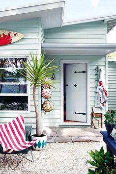 26 ideas for house beach exterior colors small cottages Dulux Exterior Paint, Exterior Paint Colors, Exterior House Colors, Paint Colors For Home, Paint Colours, Dulux Paint, Exterior Siding, Bold Colors, Beach House Colors