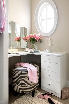 Looking to build a makeup vanity ideas at home? Makeup Vanity Ideas you'll want to copy now. Everything from vanity ideas for small spaces, lighting, makeup brush holders, and more. Check these out! Rangement Makeup, Decoration Inspiration, Decor Ideas, Closet Designs, Home And Deco, Beauty Room, My New Room, Small Spaces, Bedroom Decor