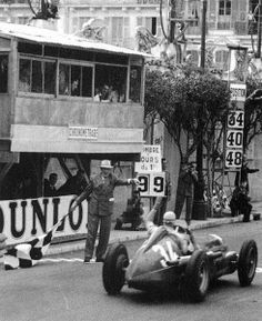 #34 Juan Manuel Fangio (Arg) - Alfa Romeo 158 (Alfa Romeo 8S) 1 (1) Alfa Corse…