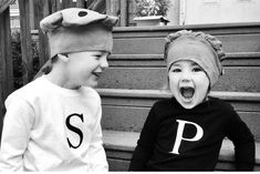 25 baby and toddler Halloween costumes for siblings. What a cute roundup of ideas! Great for brothers and sisters! 25 baby and toddler Halloween costumes for siblings. What a cute roundup of ideas! Great for brothers and sisters! Sibling Halloween Costumes, Funny Kid Costumes, Sister Costumes, Sibling Costume, Best Friend Halloween Costumes, Friend Costumes, Halloween Kostüm, Woman Costumes, Group Costumes