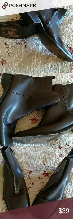 Ann Taylor sleek brown boots Looking new atop, leather with zipper Shoes Ankle Boots & Booties