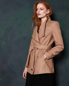 c5a2378b85953 Manteau style couverture court en mélange de cachemire - Camel | blousons et  manteaux | Ted