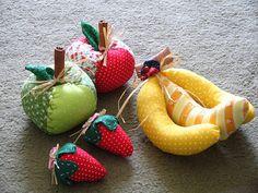 The World's Best Photos of frutas and tecido Felt Fruit, Felt Food, Food Crafts, Diy Crafts, Fiber Fruits, Kids Pillows, Felt Fabric, Diy Toys, Quilting Designs