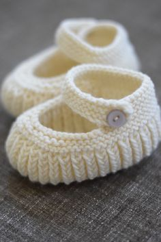 Ravelry: Teeny Tiny Mary Jane Booties s Teeny Tiny Mary Jane Booties The post s Teeny Tiny Mary Jane Booties appeared first on Berable. s Teeny Tiny Mary Jane Booties Baby Booties Knitting Pattern, Crochet Baby Shoes, Crochet Baby Booties, Baby Knitting Patterns, Knit Shoes, Knitting For Kids, Hand Knitting, Baby Bootees, Crochet Baby Blanket Beginner