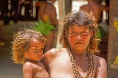 Indio-Kind mit Grossmutter - Mitglieder eines Indio-Stammes, in der Gegend von Manaus.