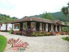 Finca en El Retiro, Antioquia Old House Design, Small Dream Homes, Indian Home Design, Adobe House, House Of Beauty, Concept Home, Spanish Style, Farmhouse Decor, House Plans