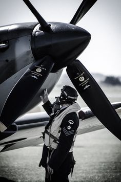.Just like a cowboy petting his trusty horse, this RAF pilot thanks his trusty Spitfire after the Battle of Britain.