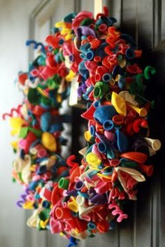 My kids would love to see this birthday wreath out for them!!  What fun!