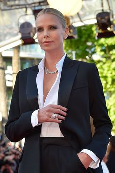 Charlize Theron just destroyed the red carpet at Cannes in a friggin' tuxedo charlize theron cannes Smoking Charlize Theron, Suit Fashion, Work Fashion, Fashion Outfits, Office Fashion, Womens Fashion, Business Outfits, Business Attire, Business Meeting