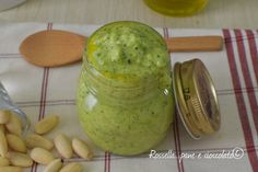 Il Pesto di Zucchine e mandorle Come farlo rimanere verde in modo semplice e veloce, con un piccolo trucchetto che tutti possono fare!