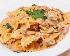 Creamy Farfalles with Light Mushroom Sauce Recipe - cuisine - Vegetarian Recipes Veggie Recipes, Vegetarian Recipes, Healthy Recipes, Sauce Recipes, Pasta Recipes, Food Inspiration, Italian Recipes, Breakfast Recipes, Stuffed Mushrooms