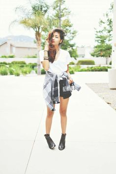 Inspiration: Wearing shirt around the waist - Don't want summer to end