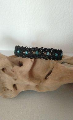 bracelet micro macramé noir et perles facettes bleu : Bracelet par les-creations-du-sud