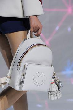 99 лучших сумок Недели моды в Лондоне | Мода | VOGUE