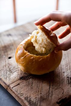 Make deliciously soft and crusty homemade bread bowls with this recipe. This is a basic bread dough recipe you can use for dinner rolls, too! Basic Dinner Roll Recipe, Dinner Rolls Recipe, Homemade Bread Bowls, Bread Bowls For Soup, Bread Dough Recipe, Dough Ingredients, Sallys Baking Addiction, Easy Bread, Artisan Bread