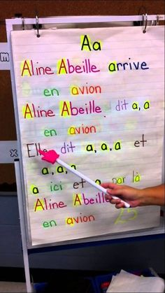 Phonétique animé : great for French phoneme learning! French Language Lessons, French Language Learning, French Lessons, Learning Spanish, Kindergarten Songs, Kindergarten Classroom, Daily 5, Teaching French Immersion, French Alphabet