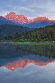 First light awakens the mountains - Jasper Canada [OC] (1500x900)
