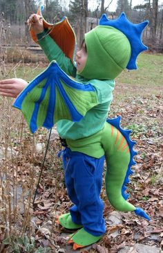 Dragon Claw Feet Covers – You Pick The Colors - Schuh Aufbewahrung Kids Dragon Costume, Diy Dinosaur Costume, Dinosaur Party, Costume Halloween, Carnaval Costume, Halloween Halloween, Halloween Makeup, Family Costumes, Baby Costumes