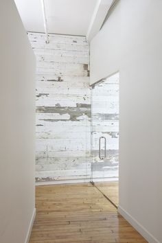 Wilton, Connecticut Interior Design and Decoration with offices in Wilton, Connecticut recycled wood wall Style At Home, Home Design Decor, House Design, Home Decor, Floor Design, Interior Architecture, Interior And Exterior, Deco Design, Design Art