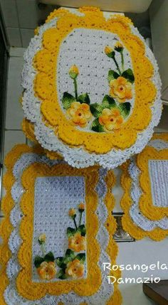 This Pin was discovered by Ivo Crochet Home, Crochet Gifts, Crochet Doilies, Crochet Flowers, Crochet Stitches Patterns, Crochet Designs, Embroidery Patterns, Yarn Projects, Crochet Projects