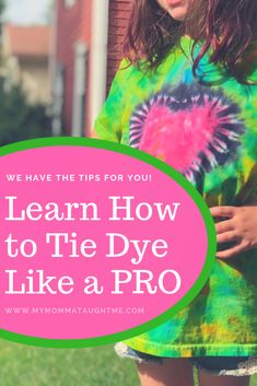 Learn to bind the dye like a pro to tie dye shirts Tie Dye Tips, Dyed Tips, How To Tie Dye, Tie And Dye, Cool Tie Dye Patterns, Tie Dye Folding Techniques, Diy Tie Dye Shirts, Diy Shirt, Tie Dye Party