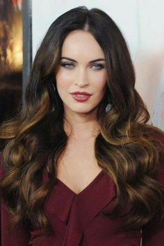 Megan Fox rose to fame in a film about shape-shifting robots. The face of Avon Instinct for Her looks into her beauty past. Oval Face Shapes, Oval Faces, Oval Face Celebrities, Brown Hair With Blonde Highlights, Oval Face Hairstyles, Hollywood, Hair Today, Fall Hair, Beautiful Actresses