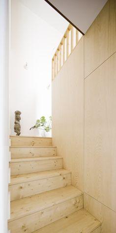 On visite aujourd'hui un appartement rénové parAnna & Eugeni Bach, architectes à Barcelone. J'ai trouvé cet appartement sur Pinterest et vous l'avez peut-être déjà vu...