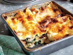 Chicken, Spinach, and Mushroom Lasagna Recipe Chicken thighs poach until tender in stock, which becomes the base for a creamy béchamel sauce. No-boil noodles absorb more liquid during baking for a sturdy slice after freezing and reheating. Cheesy Chicken Casserole, Chicken Lasagna, Spinach Lasagna, Mushroom Casserole, Eggplant Lasagna, Lasagna Noodles, Spinach Pasta, Chicken Spinach Mushroom, Spinach Stuffed Mushrooms