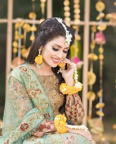 Khan Best Images-Ayeza Khan Pics-Ayeza Khan New Style Images Pakistani Mehndi Dress, Pakistani Fashion Party Wear, Bridal Mehndi Dresses, Pakistani Wedding Outfits, Bridal Dress Design, Pakistani Dress Design, Pakistani Wedding Dresses, Mehendi, Indian Outfits