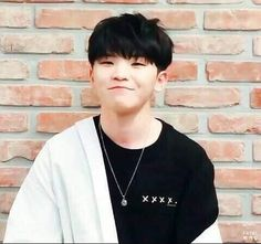 Stop being cute if you're so aggressive, it's not fair to give whiplash like this (shawty give me whip-whiplash) Seungkwan, Wonwoo, Jeonghan, Kwon Twins, Kpop, Seventeen Woozi, Seventeen Memes, Lee Jihoon, Team Leader
