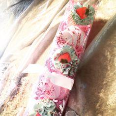 Custom Sample Sets! #feelingsmitten #cupcakebathbomb #strawberries #green #pink #glitter #fun #cupcakecottage #samplesets #bows #sprinkles