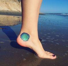 Ocean blue shell pé da tatuagem http://tatuagens247.blogspot.com/2016/08/de-tirar-o-folego-seashell-desenhos-de.html