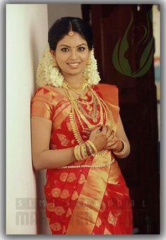 South Indian Wedding Saree, Indian Wedding Fashion, Indian Bridal Outfits, Indian Wedding Hairstyles, South Indian Bride, Saree Wedding, Wedding Bride, Best Wedding Dresses, Bridal Dresses