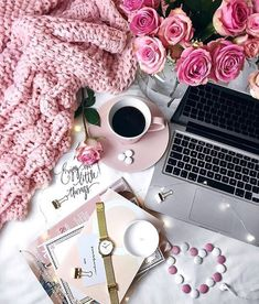 42 Ideas for wallpaper flowers laptop Flat Lay Photography, Coffee Photography, Creative Photography, Photography Ideas, Coffee And Books, Coffee Love, Little Things, Girly Things, Fred Instagram
