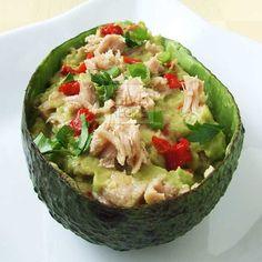 Avocado tuna      1 avocado      4 tbsp canned tuna      ½ lemon, squeezed      1 tsp olive oil      2 tbsp chopped parsley      2 green onions, chopped      1 large roasted red bell pepper, chopped      salt to taste