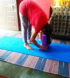 How To Use Yoga Blocks For Back Pain, Anxiety And Improved Posture - yogarsutra Kundalini Yoga, Ashtanga Yoga, Vinyasa Yoga, Yoga For Osteoporosis, Yoga For Flat Tummy, Fish Pose, Yoga Lessons, Cobra Pose, Yoga For Back Pain