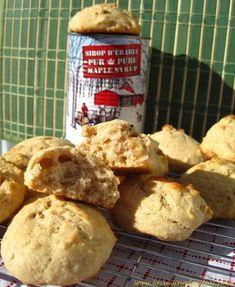 Évidemment dès que je vois une recette qui contient du sirop d'érable, je me précipite ! J'ai la chance de vivre au Québec où ce « nectar » coule à flots ! Desserts With Biscuits, Sweet Desserts, Dessert Recipes, Cranberry Shortbread Cookies, Raisin Cookies, Healthy Cookies, Yummy Cookies, Biscuit Cookies, Indonesian Food