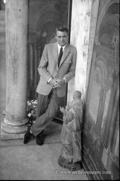 Cary Grant, Photo by Milton H. Old Hollywood Stars, Golden Age Of Hollywood, Vintage Hollywood, Classic Hollywood, Hollywood Glamour, Hollywood Hills, Vintage Vogue, Vintage Movie Stars, Vintage Movies