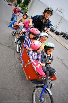 This mama sold her Suburban and now drives her SIX kids around on a Bakfiet!!  How flippin' awesome is she?!