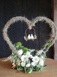 Flower arrangement for wedding Sunflower Wedding Decorations, Diy Wedding Decorations, Flower Decorations, Wedding Flowers, Valentine Flower Arrangements, Modern Floral Arrangements, Ikebana, Decoration Plante, Decoration Table