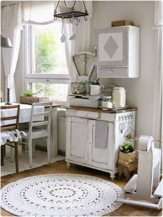 shabby chic kitchen designs – Shabby Chic Home Interiors Shabby Chic Farmhouse, Shabby Chic Homes, Shabby Chic Decor, Kitchen Rug, Kitchen Flooring, Kitchen Decor, Round Kitchen, Kitchen Dresser, Cozinha Shabby Chic