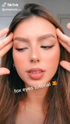 Summer Acrylic Nails Coffin Discover Fox eyes makeup Cr to the owner Makeup Eye Looks, Smokey Eye Makeup, Skin Makeup, Eyeliner Makeup, Pretty Eye Makeup, Nude Makeup, Smoky Eye, Drugstore Makeup, Strobing Makeup