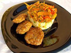 LA VERA  IN BUCATARIE: Chiftele cu garnitura de orez cu ardei colorat Chutney, Cauliflower, Vegetables, Food, Cauliflowers, Vegetable Recipes, Eten, Chutneys, Veggie Food